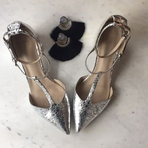 Pointed silver T-strap shoes with mid-heel